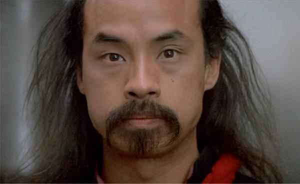 el chino calvo y con bigote que salia en todas las películas y series de los 80.