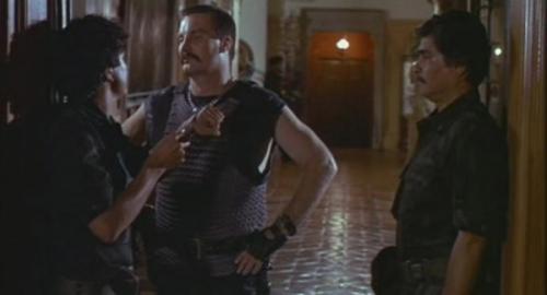 Si, el del medio es Bennet el villano de Commando.